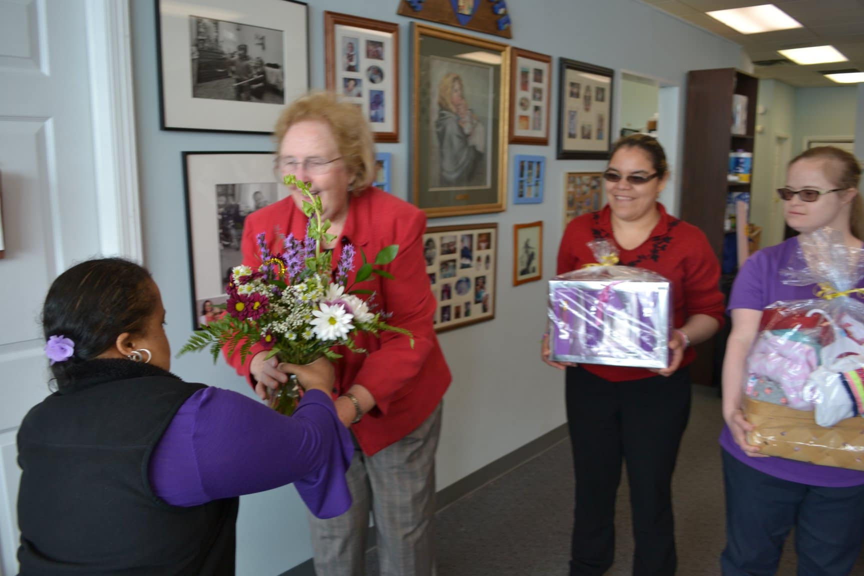 Day Hab delivers flowers to MOMMAS House